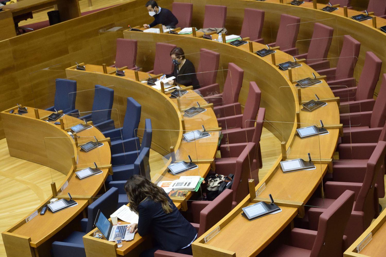 Los partidos que sustentan al Gobierno de la Generalitat frenan la subida del 0,9% a los funcionarios en 2021